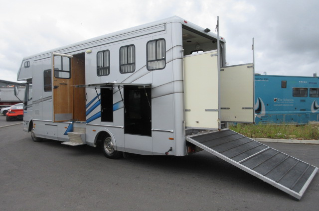 Stunning 7.5 ton Iveco Eurocargo Coach built by Whittaker. Impact model.. Stalled for 3 with smart luxurious living.. BEAUTIFUL HORSEBOX