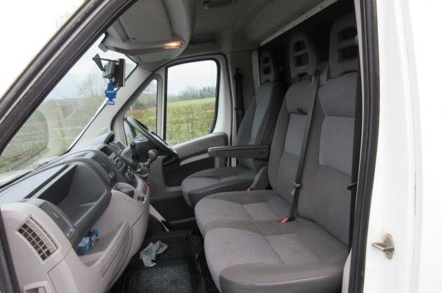 2010 Peugeot Boxer 3.5 Ton Coach built by Equi-trek. Equi-trek sonic. Stalled for 2 rear facing.. Horsebox from new!