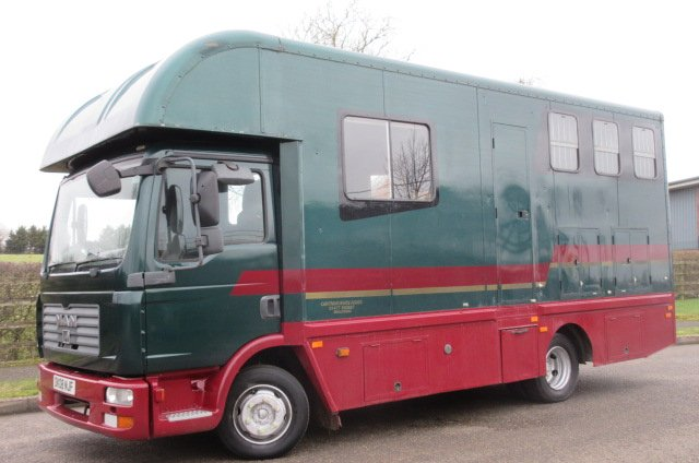 2008 MAN 7.5 ton Coach built by Chatham horseboxes. Stalled for 3 with smart living.. Fitted toilet.. Low mileage for year.