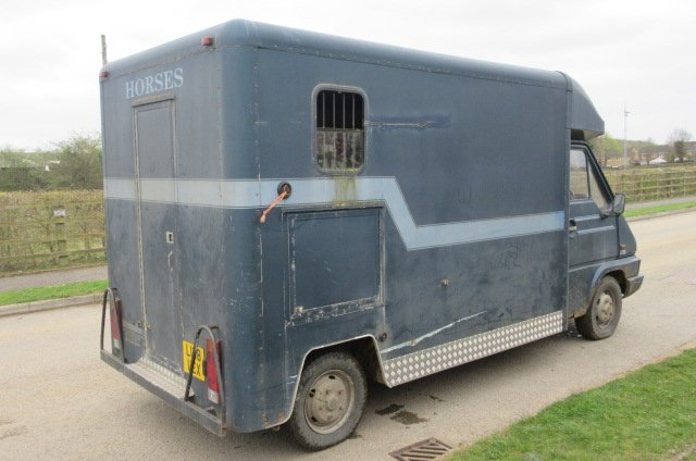 ***AUTUMN SALE REDUCTION*** 1993 Renault Master coach built by Wren. Stalled for 2 rear facing. Long MOT.