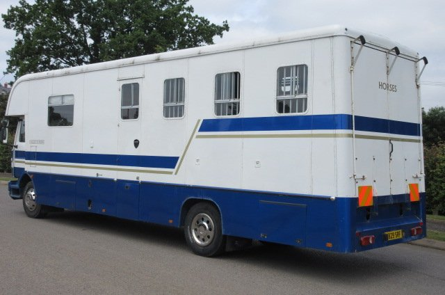 Beautiful 12 ton Oakley Supreme mounted on Renault Midliner chassis. Stalled for 4 with luxurious living