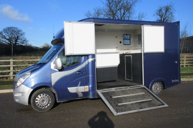 2011 Renault Master coach built by Chaighley horseboxes, stalled for 2 rear facing, barn style doors ....