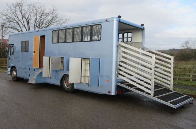 Beautiful 18 ton MAN Coach built by PRB Horseboxes, stalled for 5 with smart luxury living... Pristine condition throughout... LIKE NEW!