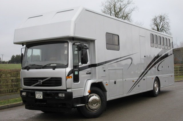 2006 Volvo FL6 Coach built by PRB horseboxes, stalled for 6 with full luxury living. Very smart truck.