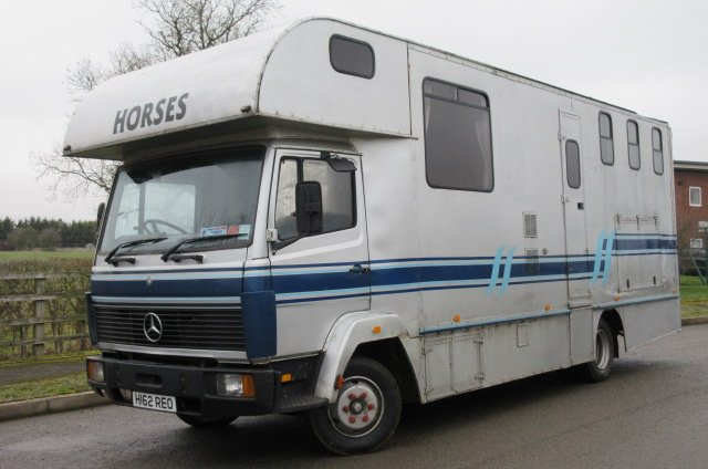 Mercedes Benz 814 Coach built by Maclaren Coachworks . Stalled for 3 with smart living