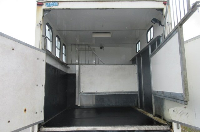 *** NEW PRICE *** 2004 DAF LF Professional McGarry Horseboxes conversion. Stalled for 3 with smart living