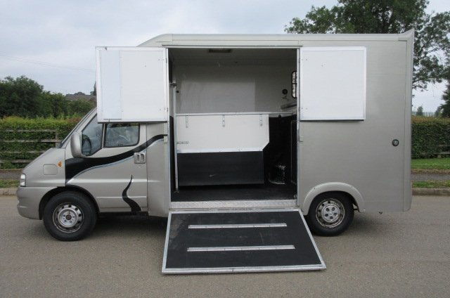 2004 Citroen Relay Coach built by Chaighley Horseboxes. Stalled for 2 rear facing. 81,552 Miles