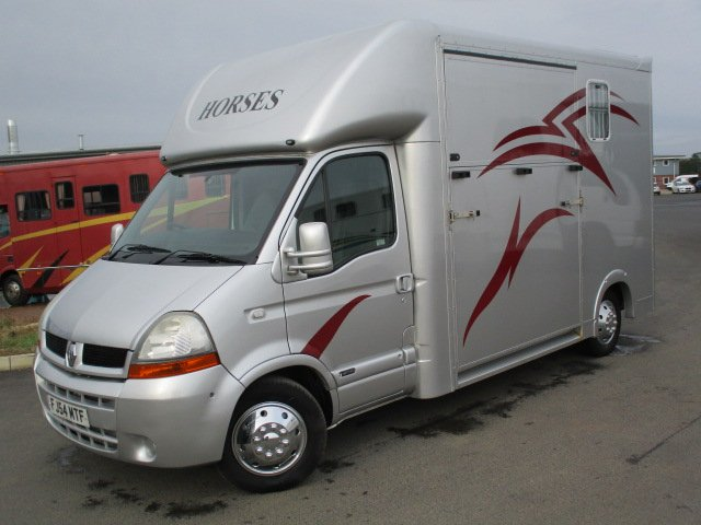 2005 Renault Master Coach built by J P Horseboxes. Stalled for 2 rear facing... 140 BHP