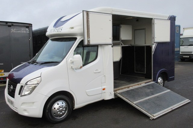 2013 Nissan NV400 3.5 Ton Coach built by Regent Horseboxes.. G.P Model. Stalled for 2 rear facing... Striking metallic paint