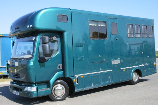 2009 Renault Midlam Coach built by Harley horseboxes. Stalled for 3 with full luxury living.. Huge underfloor storage