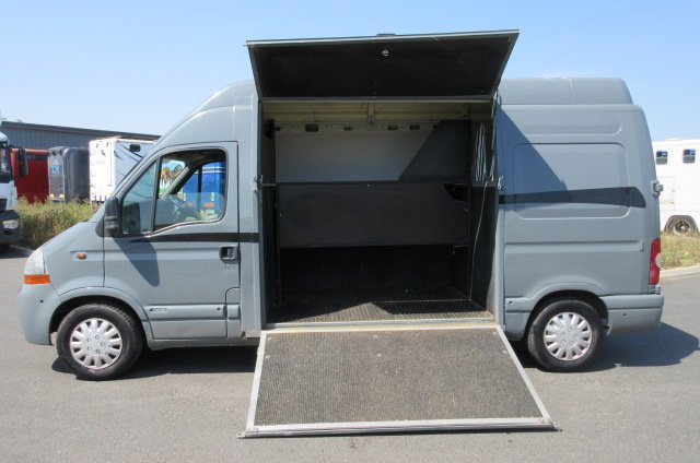 2004 Renault Master LWB Professional conversion by Equi-sport horseboxes. Stalled for 2 rear facing..