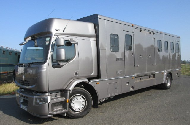 2011 Renault Premium 18 Ton  HGV Oakley transport truck. Stalled for 7. 3 facing forward, 4 herringbone. VERY SMART