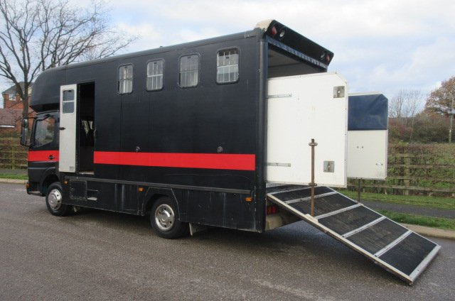 Mercedes Benz 7.5 Ton Atego Coach built by George Smith horseboxes. Stalled for 4. Changing area at the front.. Horsebox from new!