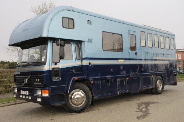1998 Volvo FL6 17 Ton Coach built by Moorhouse horseboxes. Stalled for 5 with smart spacious living.. Rear air suspension.. VERY SMART