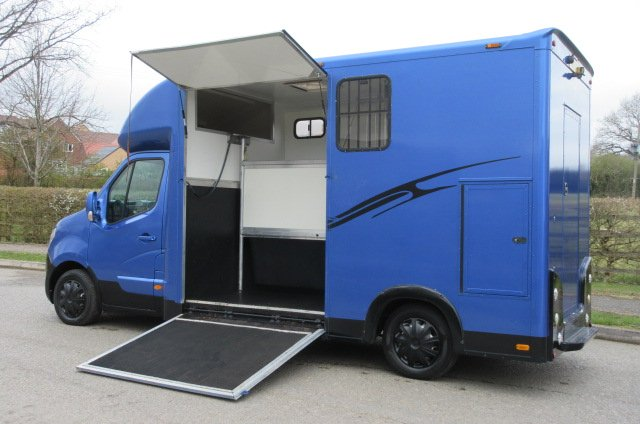 2012 Nissan NV400 3.5 Ton Coach by G Patrick Horseboxes.. Long stall model. Full wall between horse area and changing area. MOT Feb 2022